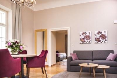 R4 Wohnzimmer.jpg